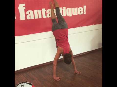 Handstand exercice